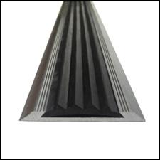 Алюминиевая противоскользящая накладка на ступени с резиновой вставкой